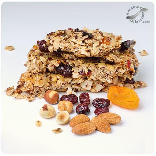 Barritas de cereales y frutas secas. (Cereal Bars). http://amantesdelacocina.com/cocina/2013/03/barritas-de-cereales-y-frutas-secas/