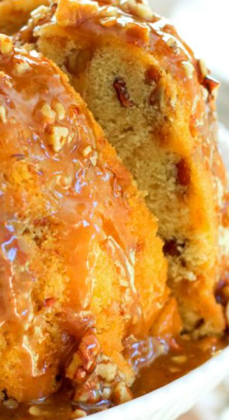 Pecan Praline Buttermilk Pound Cake ~ This buttery pecan praline buttermilk pound cake is filled with toasted pecans and toffee bits... It's then drizzled with a sweet pecan praline glaze.