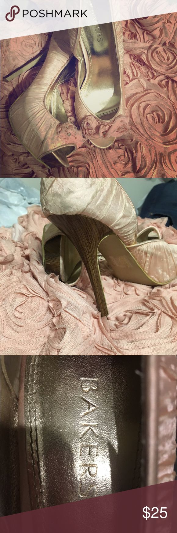 """Bakers light pink heels Pretty rose shaped tops. 3.5"""" heels. Bakers ladies. Sexy and comfy! 💕 Baker by Ted Baker Shoes"""