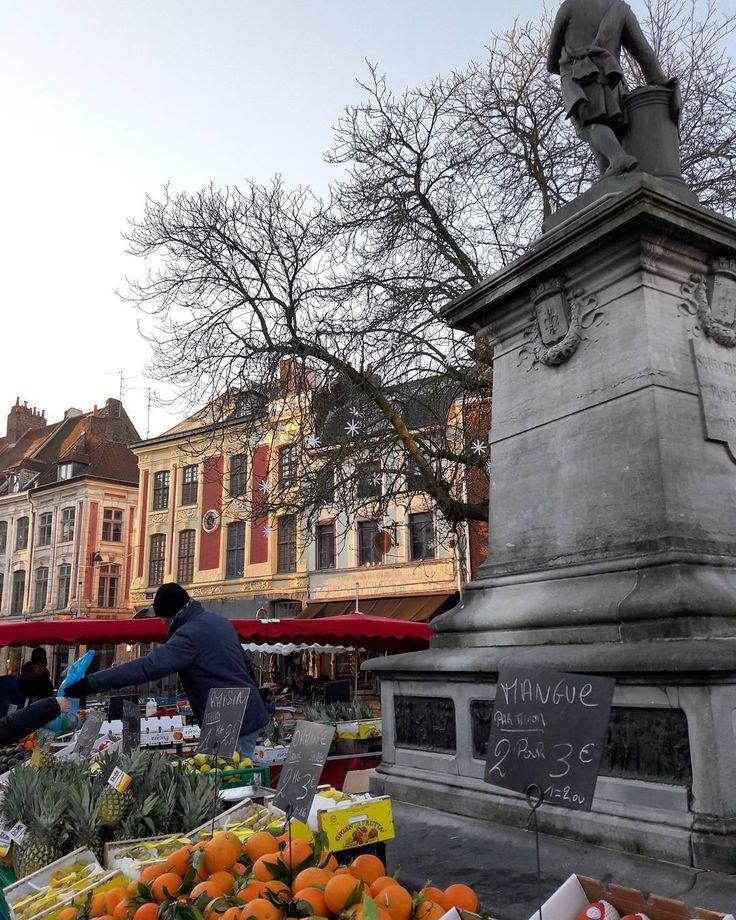 Place du Concert 🔹 #Lille #Lillemaville #hautsdefrance_inlive #kodakmoments #cityexplore #hautsdefrancetourisme #archi_focus_on #architecture #arquitectura #market #super_europe #europe_gallery #super_france #hello_france #loves_france #loves_france_ #loves_europe #sunny #unlimitedfrance #bns_france #ok_europe #kings_alltags #kings_hubs #igers_opengallery #igerslille #igersfrance #streetlife #streetphotography #great_captures_france #iphotofr