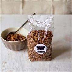 Schoko-Kokos-Granola - selbstgemachtes Knuspermüsli von moeyskitchen.com