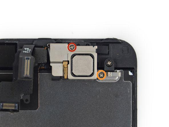 2. Det er to skruer som fester øvre komponentbrakett. Du må fjerne dem. *En 4 mm Phillips-skrue *En 2,3 mm Phillips-skrue
