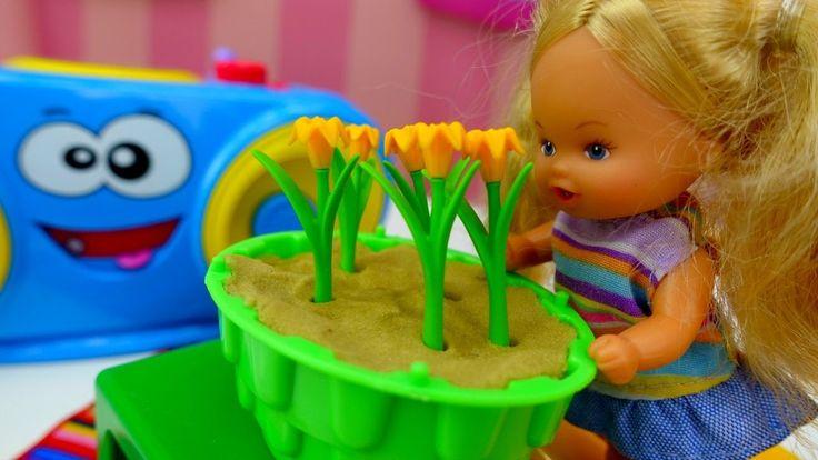 Куклы и развивающее видео для девочек: Штеффи выращивает цветы. Играем в...