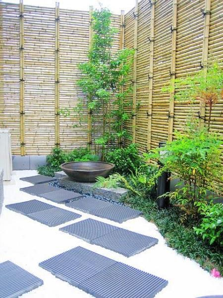 small space Japanese garden bamboo fence. love the unusual placement of the bamboo fencing: horizontal instead of vertical!