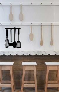 Renueva tu cocina con un objetos original. Con los stickers decorativos da un toque nuevo de una forma fácil, rápida y limpia. Tamaño: 40 x 30 cm