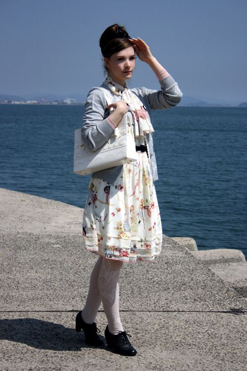 Tomo no Ura, a small village by the sea  Dress: Lois Crayon  Cardigan: Axes Femme  Bag: Baby, the Stars Shine Bright  Tights: Hue  Shoes: Eurostep  Belt: Vintage  Heattech: Uniqlo