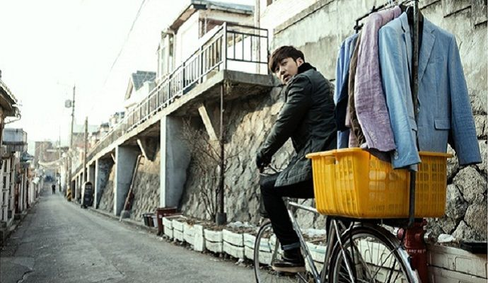 """First Stills of Yoon Kye Sang in """"The Full Sun"""""""