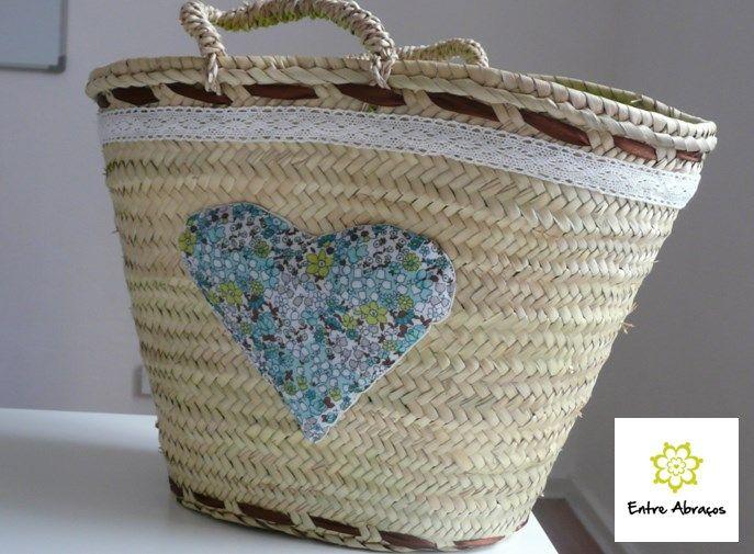 Cesta decorada com coração Valor $1500 Disponível por encomenda