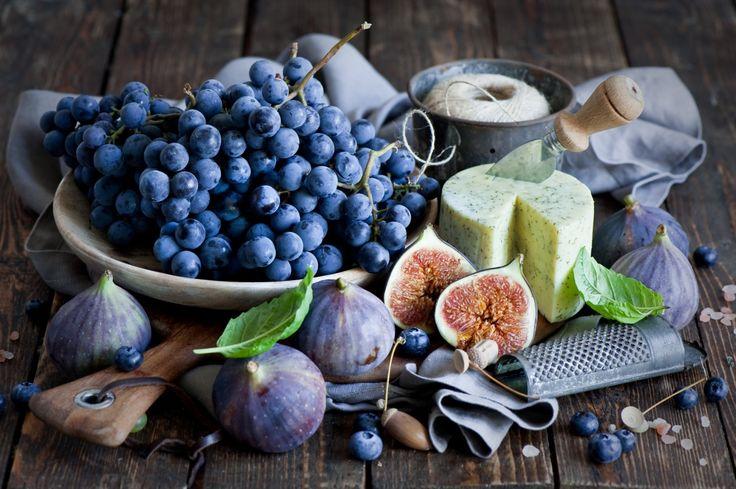 Натюрморт Виноград Инжир ( Ficus carica ) Сыры Черника ( Голубика ) Еда