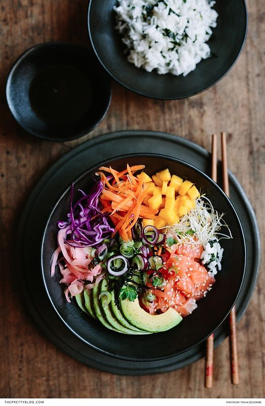 A healthy lunch option with beautiful fresh ingredients and delicious flavours! https://www.theprettyblog.com/food/rainbow-poke-bowl/