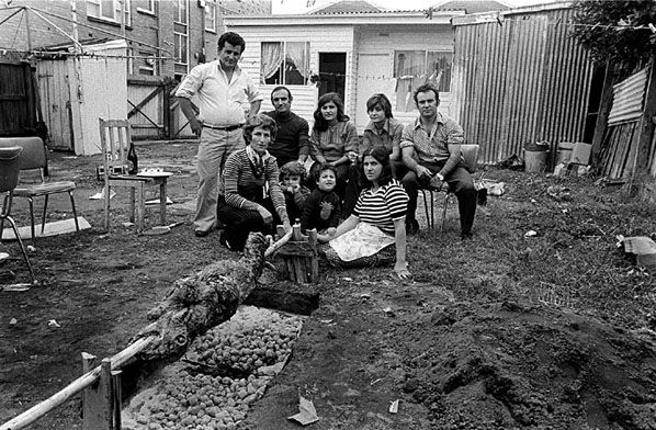 Greek Easter, Windsor 1977 | Rennie Ellis Photographic Archive
