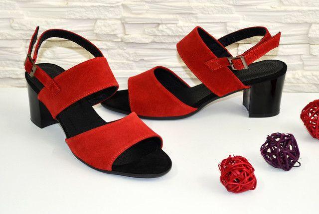 e1452383e4ba Женские замшевые красные босоножки на невысоком устойчивом каблуке ...