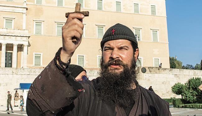 Αντιμέτωπος με τη Δικαιοσύνη είναι πλέον ο ιερόσυλος που φορά ράσα, αυτοαποκαλείται «πατήρ Κλεομένης» (φωτό) και αρέσκεται να κλοτσάει ATM, να πετροβολά κεραίες τηλεπικοινωνιών, να σπάει smartphones και να πολεμά την... «εβραιομασονία του Ισλάμ», έκφραση που χρησιμοποίησε ο ίδιος, θέλοντας να... δικαιολογήσει την πράξη του να πετάξει αβγά σε μνημείο του Ολοκαυτώματος.