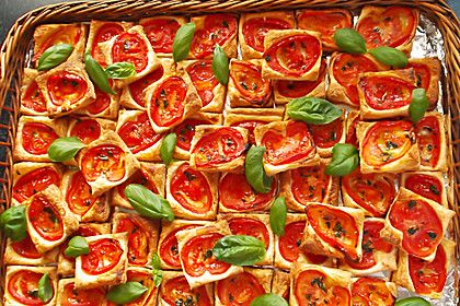 Blätterteig - Tomaten - Quadrate, ein gutes Rezept aus der Kategorie Kalt. Bewertungen: 943. Durchschnitt: Ø 4,6.