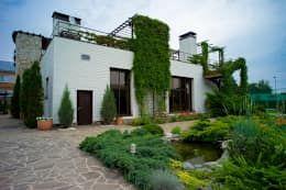 Дом с водопадом: Дома в . Автор – Архитектурное бюро Александра Иванюшина