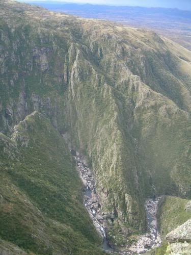 El Parque Nacional Quebrada del Condorito fue creado por Ley Nacional No. 24.749, del 28 de noviembre de 1996, con el objetivo de conservar la biodiversidad y las cabeceras de las cuencas hídricas de la región.