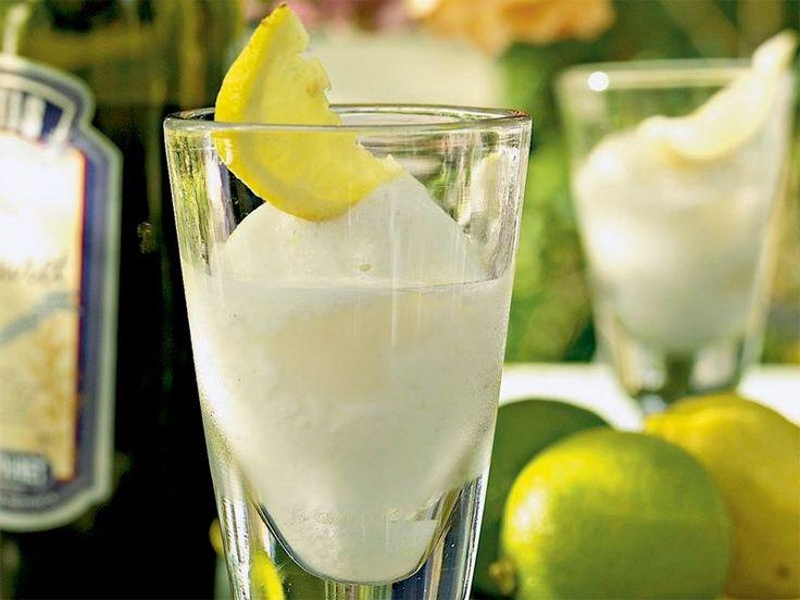 Probiert unser cooles Rezept für selbstgemachtes Zitronensorbet. Eine herrlich-saure Erfrischung für heiße Sommertage.