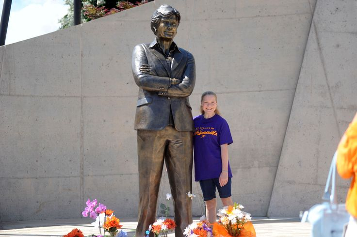 A year after her death, numerous major figures in the world of sports and beyond paid tribute in video messages to Tennessee Lady Vols legend Pat Summitt. ...