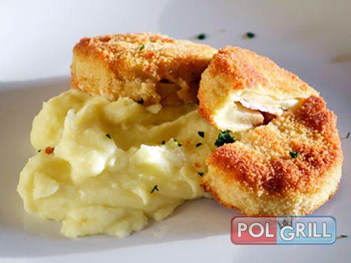 Cordon Bleu, w Polsce często nazywany kotletem szwajcarskim zna chyba każdy, kto choć trochę interesuje się kuchnią. Jest to nic innego jak panierowany filet, z cielęciny lub piersi kurczaka, wypełniony serem i szynką lub dodatkami w postaci papryki czy pomidorów. Zobacz przepis na stronie.