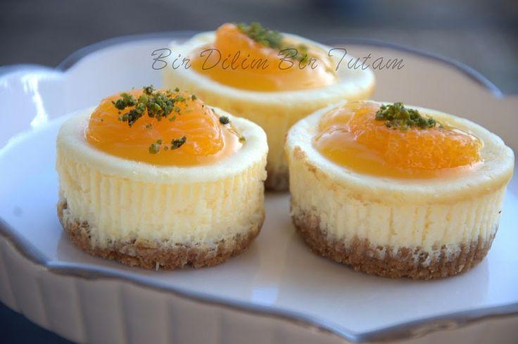 Portakal Soslu Cheese Kek Malzemeler ve yapilisi: 1,5 paket yulafli biskuvi-  normal de kulanabilirsiniz- 100 g tereyagi Biskuvileri rondoda...