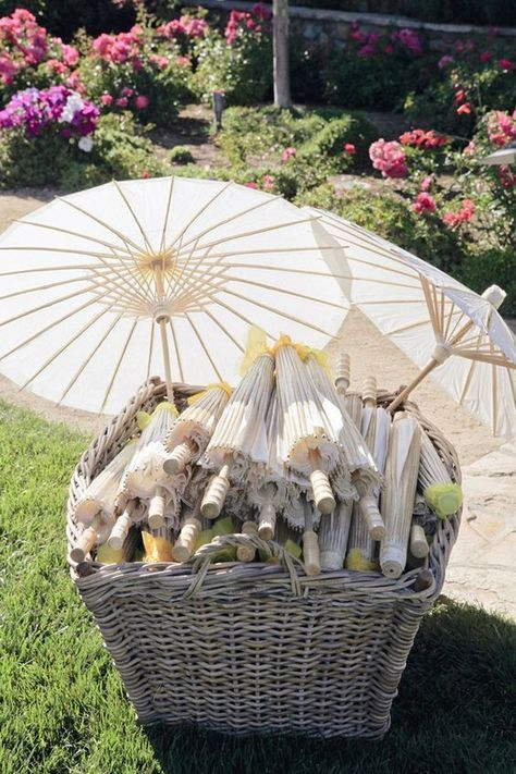Wedding Parasols outdoor wedding favors / http://www.deerpearlflowers.com/ingenious-ideas-for-an-outdoor-wedding/