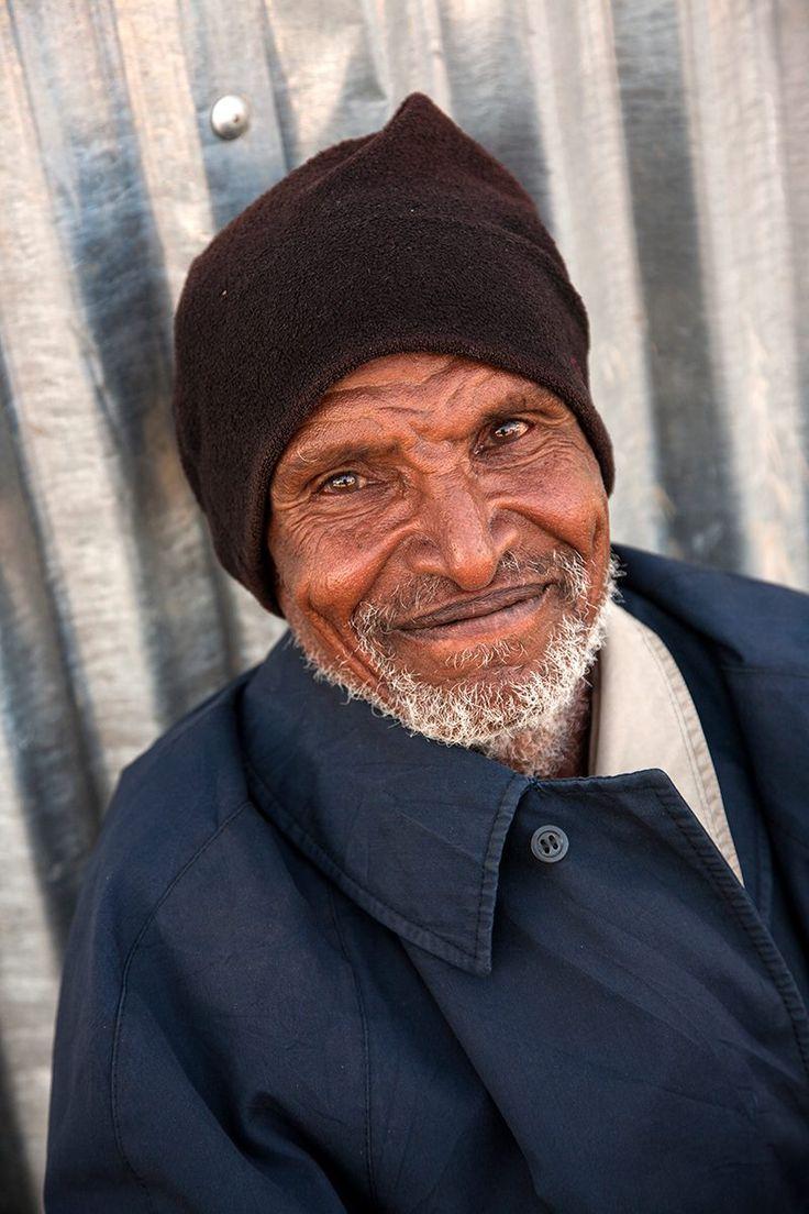 """Wolisso- Ethiopia """"Ricordo di averla scatta nella località di Wolisso, Così, passando, uno scatto e via."""" """" Ma lo conoscevi? Perchè sembra di sì, dallo sguardo.."""" """"No non lo conoscevo, o forse si ma non lo sapevo."""" #wolisso #ethiopia #ethiopian #ethiopianpeople #africa #documentaryphoto #travellingphoto #alessandroceccarelliphoto #picoftheday #photooftheday #portrait #portraitmood #istaphoto #istaportrait #traveller #smile #smiling #people #normallife #passenger #he #sogoodWolisso- Ethiopia…"""