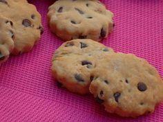 Ricetta dei frollini al farro con gocce di cioccolato senza burro e senza uova, deliziosi e friabili biscotti ideali per la colazione o la merenda