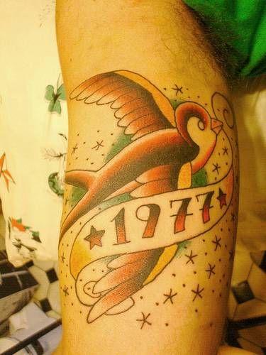 17 meilleures id es propos de tatouages old school sur pinterest tatouages sur le coude - Tatouage hirondelle old school ...