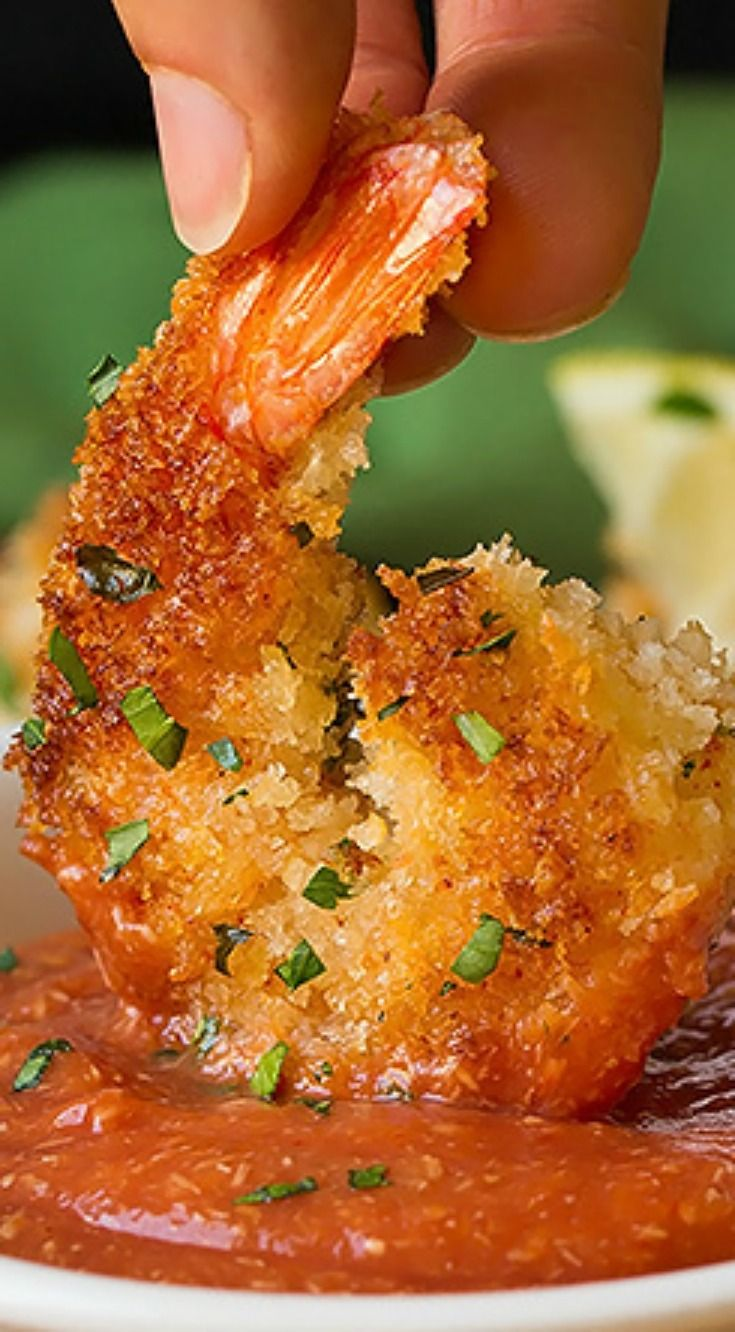 Crispy Panko Shrimp with Cocktail Sauce ~ The tastiest, skillet seared, crispy panko crusted shrimp that's seasoned with herbs and spices and it's paired with a simple yet flavorful cocktail sauce