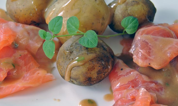 Finnish classics: maître d´s sauce with gravlax and new potatoes