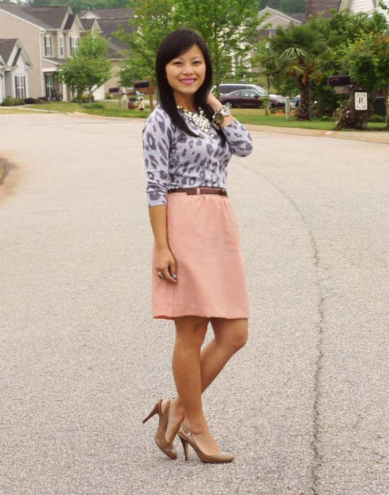 Gray Leopard Print Top and Peach SkirtGray Tops, Leopards Shirts, Outfit Ideas, Gray Leopards, Leopards Prints Tops, Clothing Inspiration, Leopard Prints, Skirts Peaches, Peaches Skirts