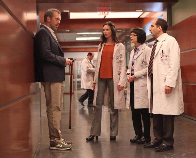 Still of Peter Jacobson, Hugh Laurie, Odette Annable and Charlyne Yi in House M.D. (2004)