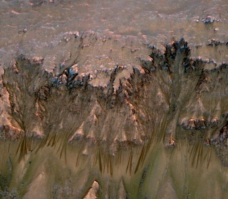 Cientista da USP explica a descoberta de água salgada em Marte