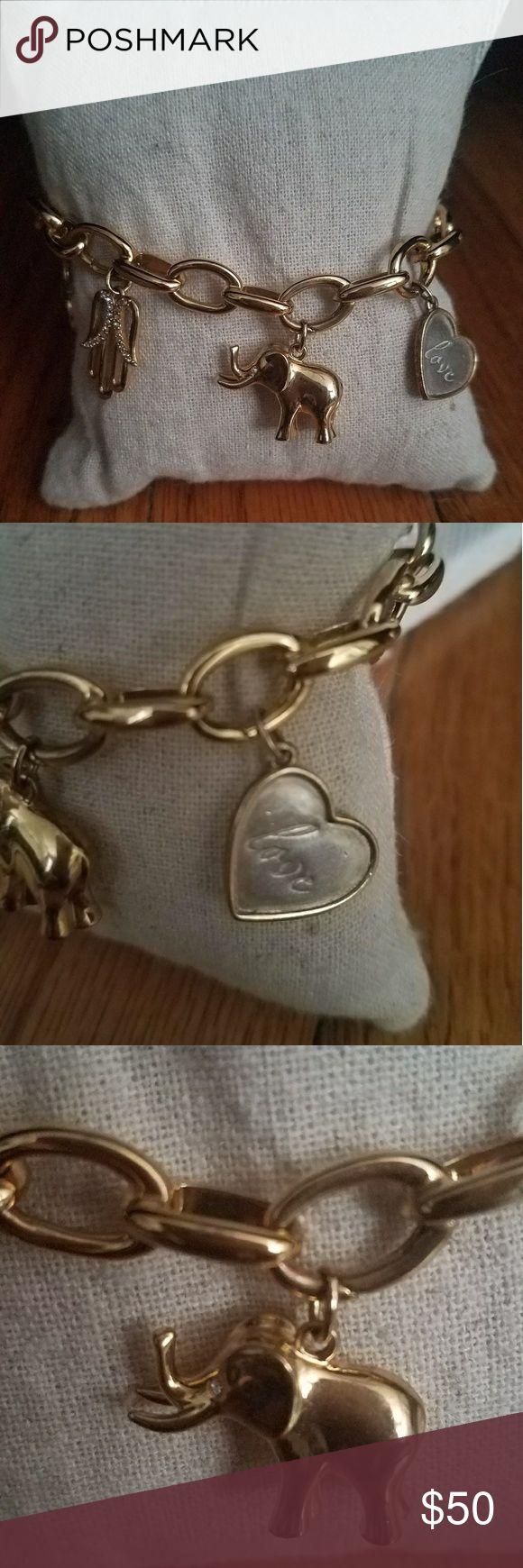 Stella and Dot Charm Chain Bracelet Signature Link Charm Bracelet from Stella and Dot. Includes 5 charms (Wishbone, Heart Love, Elephant, Hamsa and Stella & Dot Charm) Stella & Dot Jewelry Bracelets