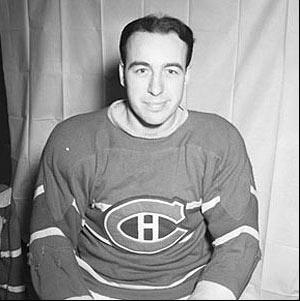 Toe Blake : Né à Victoria Mines, petite ville minière de l'Ontario, et bilingue dès son enfance, Blake a percé l'alignement des Maroons de Montréal en 1934-1935. La recrue devait inscrire son nom sur la coupe Stanley, mais sans avoir joué un grand rôle dans la conquête de son équipe. Se joignant aux Canadiens la saison suivante, il est par la suite devenu un élément important du club. Sa carrière s'étend de 1935 à 1948.