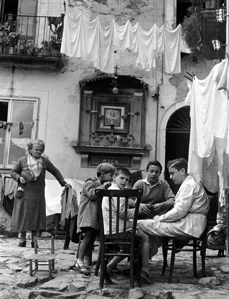 Naples Italy 1950 Photo: Erich Andres looks like great granma