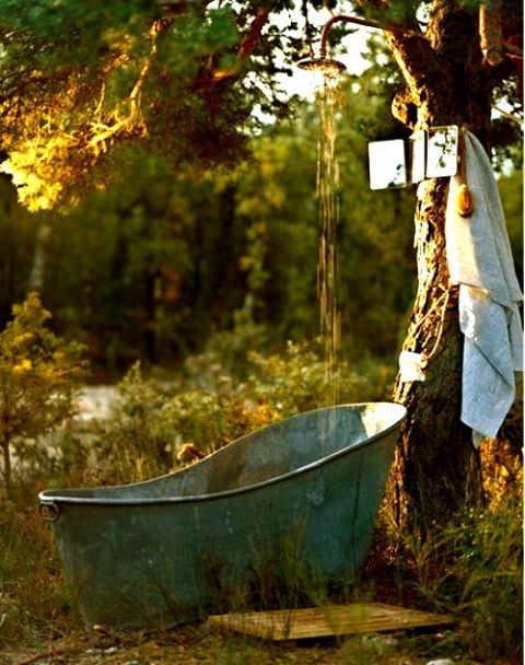 Lovely #shabby #bath in the #garden