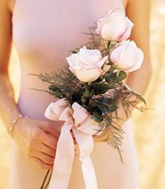 Bruidsboeket drie witte rozen met lint