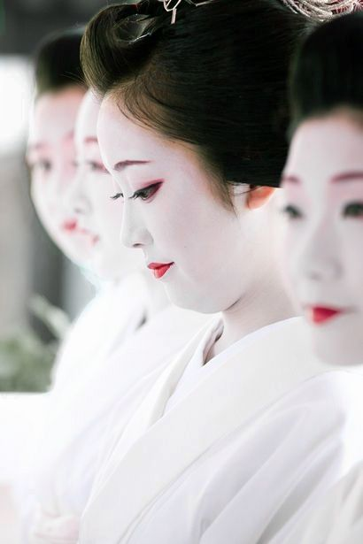 Maiko at Gion Festival, Kyoto, Japan.  Photography by Northern-mt on Ganref