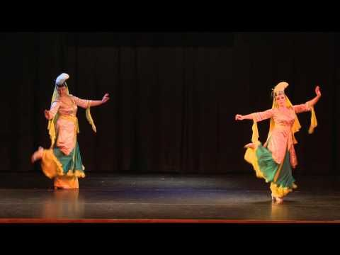 ▶ Jurga & Salma. Muwashahat (Andalusian dance) - YouTube