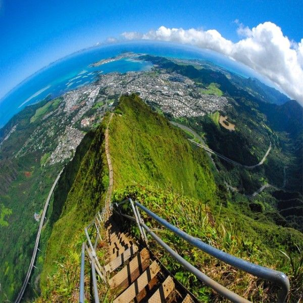 The Notoriously Illegal 4,000-Step 'Stairway To Heaven' In Hawaii Is Pure Insanity - Likes