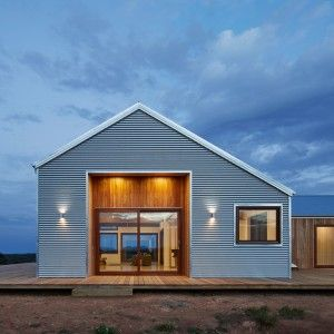Corrugated+steel+provides+durable+facade+for+rural+Australian+home+by+Glow+Design+Group