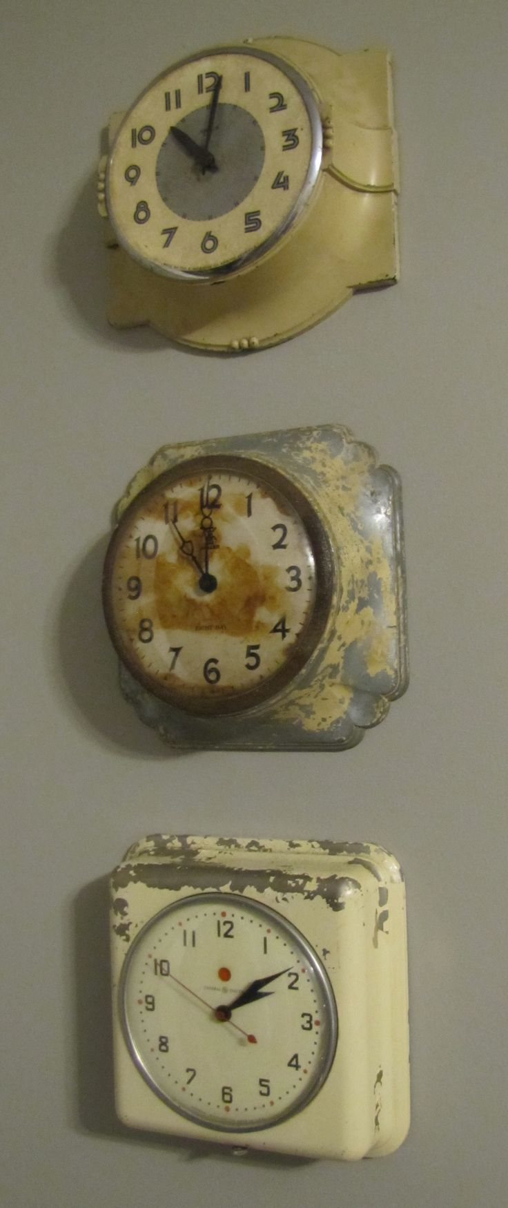 Amazing vintage clocks. love. And if the clocks are broken, why not put photos behind the glass and use them as frames?