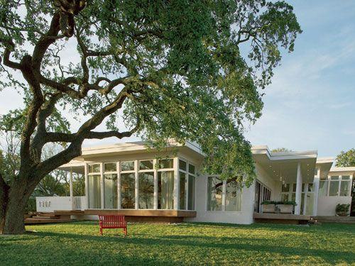 1960's Beach House. Flat roof, big windows - LOVE!
