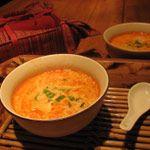 Soupe thaï au curry et lait de coco