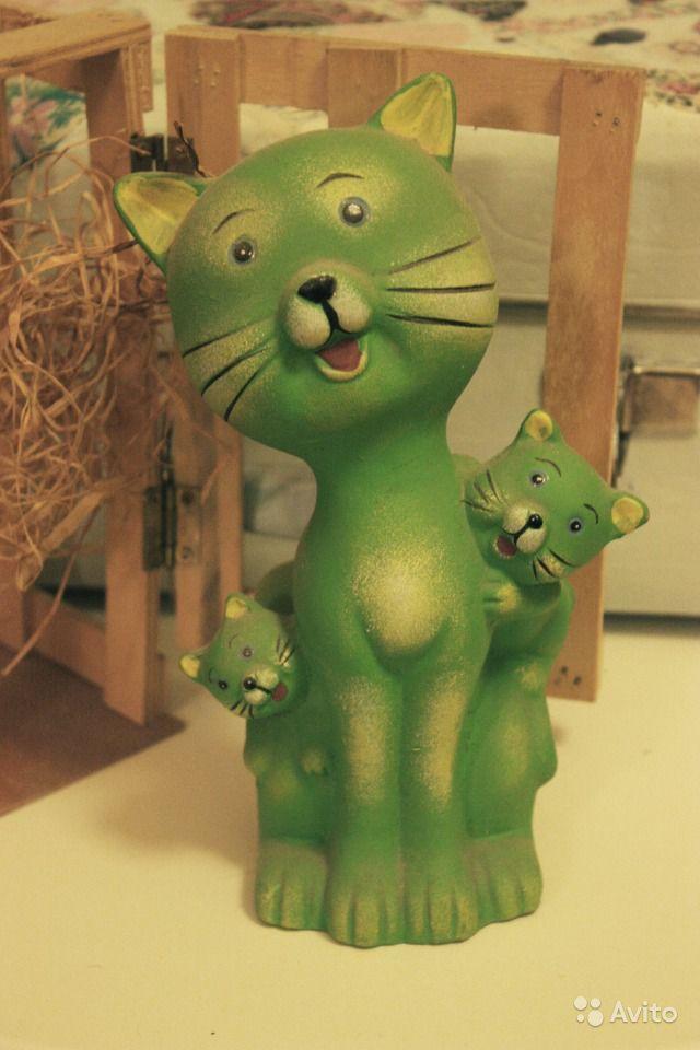 Кошка и спиногрызы 21 см Статуэтка котята винтаж Статуэтка у котиков есть своя деревянная коробка высокая - 21 см состояние идеальное Кошка с котятами  или Глава семейства со своими домочадцами  керамика винтаж - конец 90-х.
