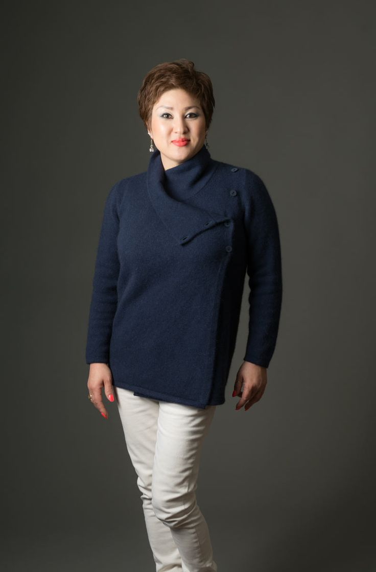 This modern casual possum merino jacket has a great cross-over front that can be worn buttoned up or partly unbuttoned for a different look. This look great with jeans and is fantastic for weekend wear.  Team this jacket up with the matching Twilight blue possum merino watch cap beanie and there are lots of scarf options that have the navy blue colour in the pattern. A luxury blend of 20% possum fiber mixed with 70% merino lambs wool and 10% silk in Twilight Blue.