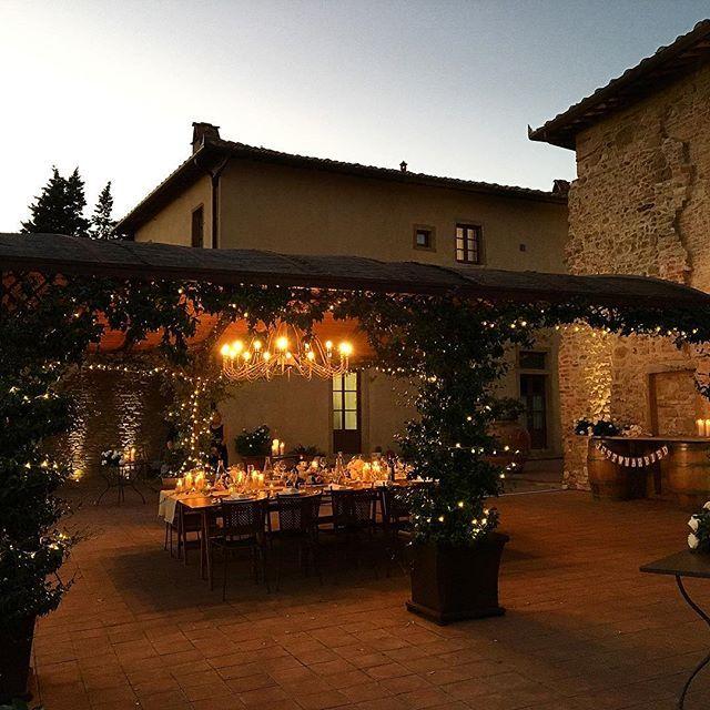 Dinner setting. Out lighting Service  #musicandcoitaly #bellatuscany #lightings #fairylights #weddinglights