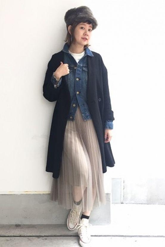 """""""今""""着たいロングガウン  一見ダブルボタンでメンズライクな印象のブラックですが、デニムジャケットでカジュアル感を、チュールスカートで女性らしさをプラスさせることでMIXスタイルに。"""