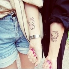 Tatuajes para amigas: Tattoo Ideas, Friends Tattoo, Couple Tattoo, Hello Kitty Tattoo, Tattoo Patterns, Matching Tattoo, Cat Tattoo, Hellokitti, Friendship Tattoo